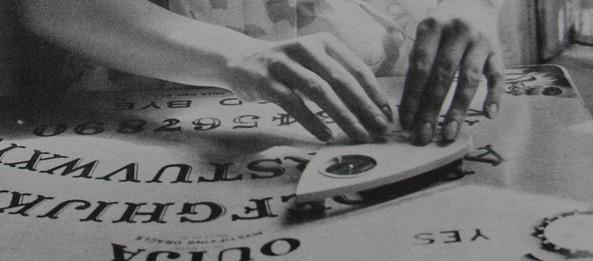 Kann man durch das Witchboard mit Verstorbenen kommunizieren?