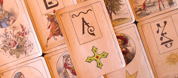 Lenormandkarte – Das Kreuz 36: Deutung, Bedeutung, Kombinationen