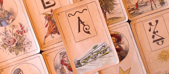 Lenormandkarte – Der Sarg 8: Deutung, Bedeutung, Kombinationen