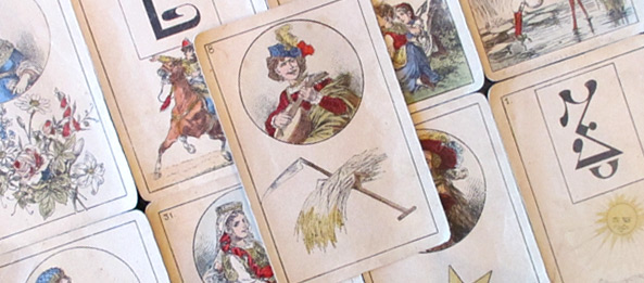 Lenormandkarte – Die Sense: 10 Deutung, Bedeutung, Kombinationen