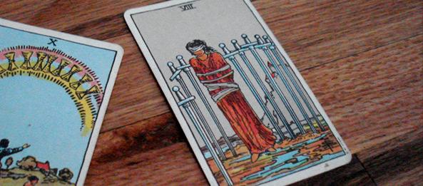 Tarotkarte – 8 der Schwerter